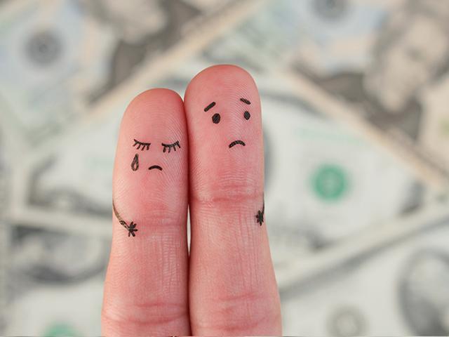 finger art couple worried about money