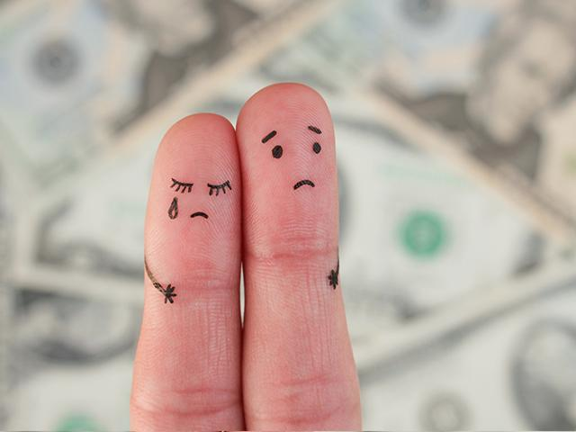 finger art couple worried about money