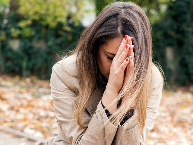 Young mom praying