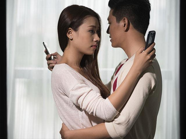 Infidelity's Warning Signs | CBN com