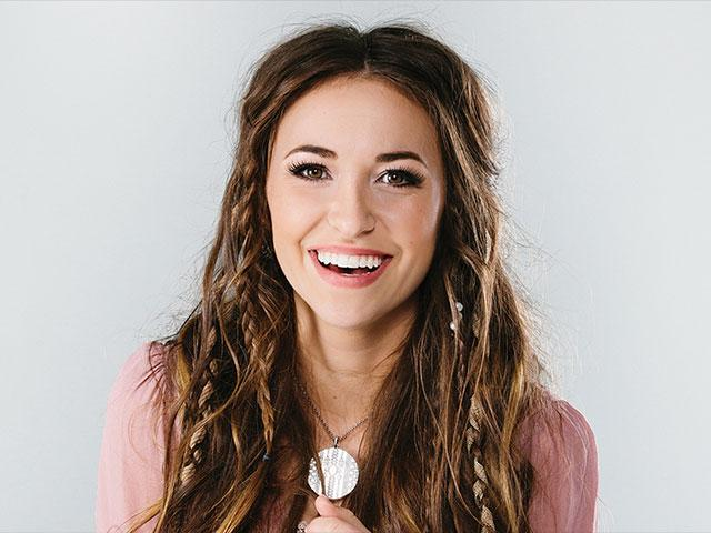 The 29-year old daughter of father (?) and mother(?) Lauren Daigle in 2020 photo. Lauren Daigle earned a million dollar salary - leaving the net worth at million in 2020