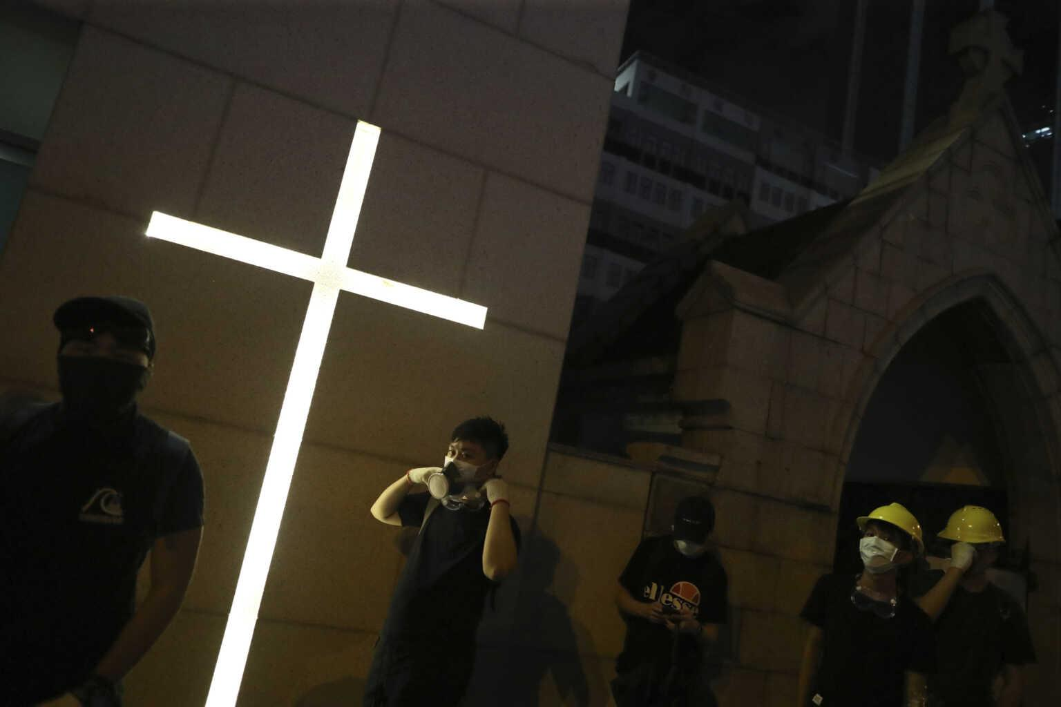 China Rips Crosses from Churches, Throws to the Ground Elderly Man Trying to Stop It