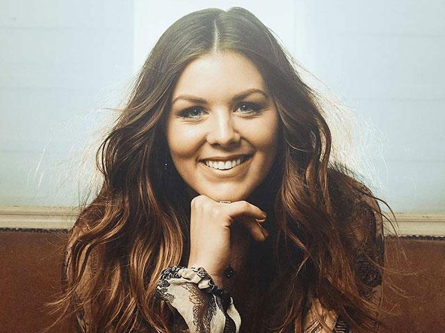 Singer Pours Her Faith Into Christmas Album | CBN com