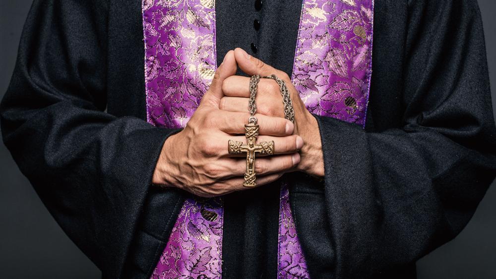 catholicpriestrosarycrossas