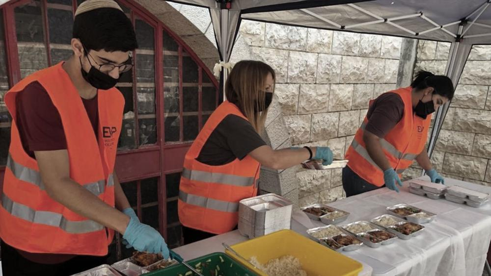 Volunteer Chefs, Others Step in to Provide Meals for Needy ...