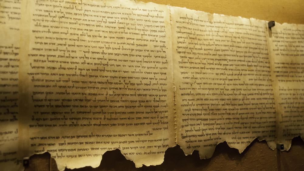 Qumran scrolls dating