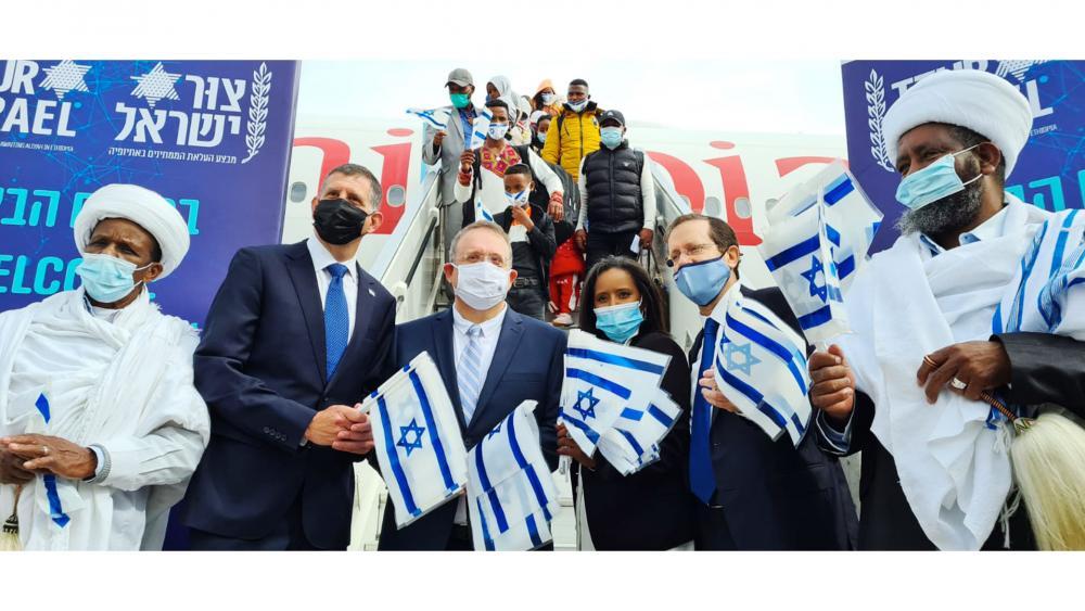 "New Ethiopian Olim Land in Israel on Final Flight of ""Operation Zur Israel"" Photo credit: Courtesy of The Jewish Agency."