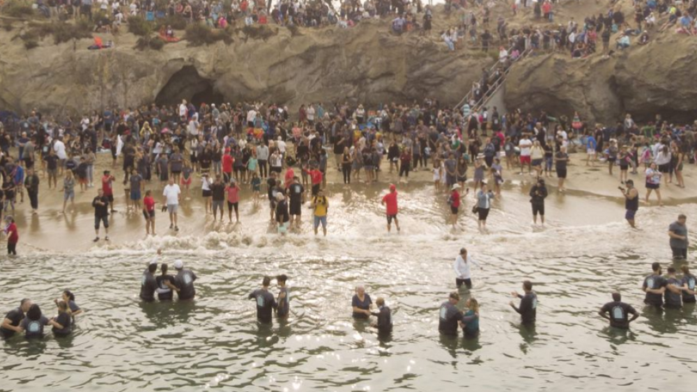 Nearly 1,000 People Baptized at Orange County Beach in Southern California's Latest 'Spiritual Revival'