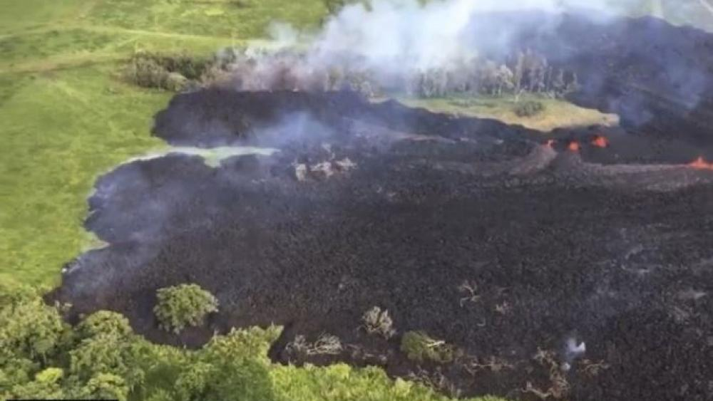 PAHOA Hawaii AP Another Fissure Spewing Lava And Unhealthy Gas Opened Up Monday On Hawaiis Big Island A Crack In The Earth That Emerged Day