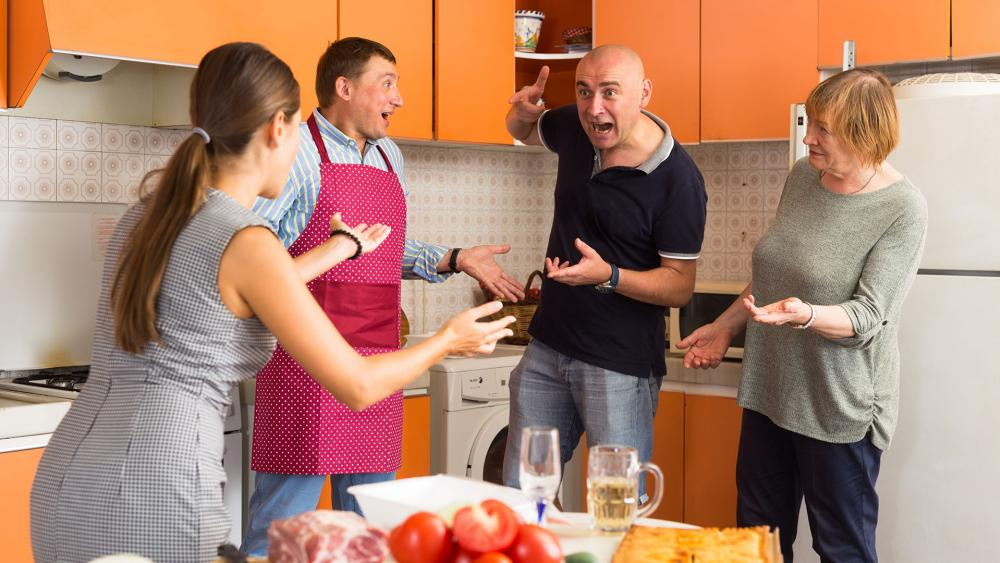 Civility at the Thanksgiving table (Adobe stock image)