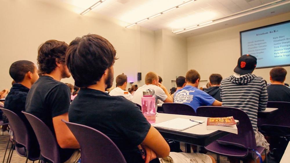 collegestudentsclassroom