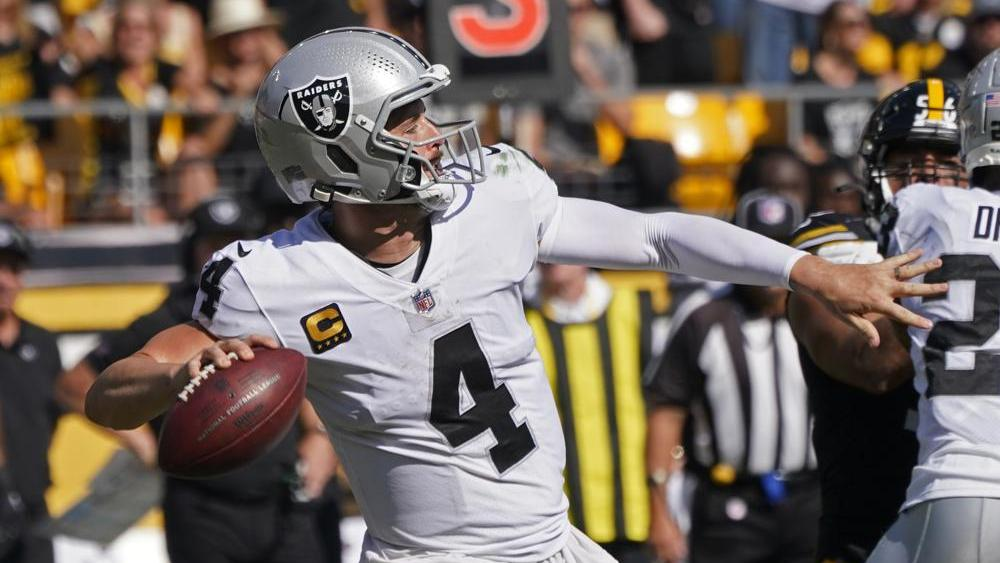 Raiders QB Derek Carr Says, 'If It's a Win, Awesome. If Not, I'm Still Gonna Glorify Him' as Team Starts at 3-0