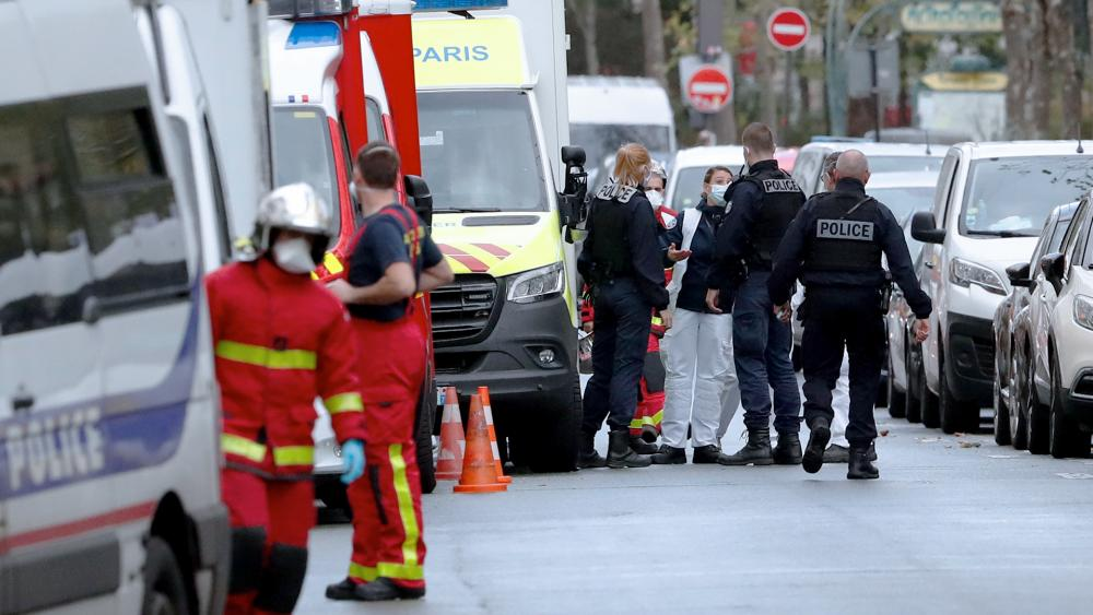 Terror Probe Opened After 2 Wounded in Paris Knife Attack thumbnail