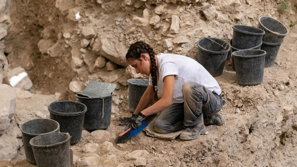 Excavating the area outside the Old City walls where the earring was found, Photo, IAA