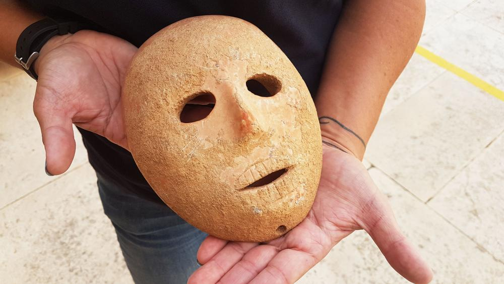 Mask Dating to Neolithic Period, Photo, IAA, Clara Amit