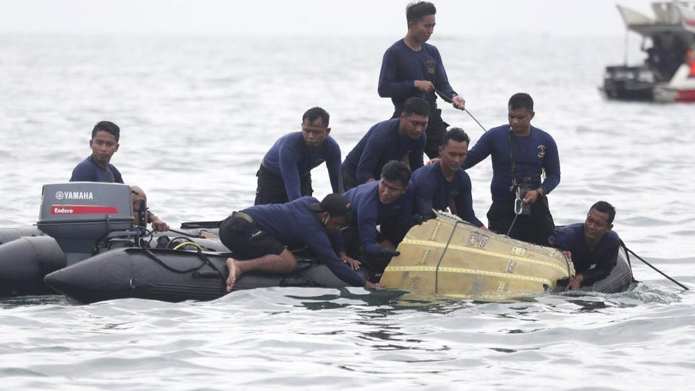 Indonesian Divers Find Parts of Plane Wreckage in Java Sea thumbnail