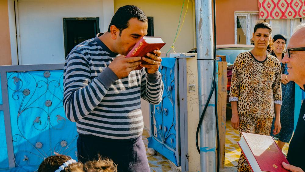 A Middle East Christian kisses his Bible (Photo: Allyn Lyttle/World Help)