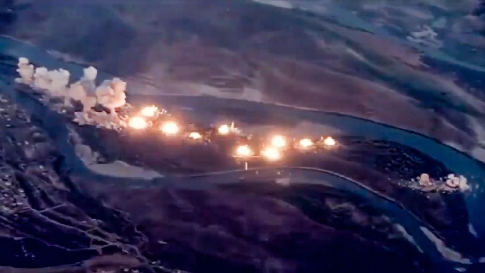 US-led coalition bombs ISIS stronghold in Tigris River