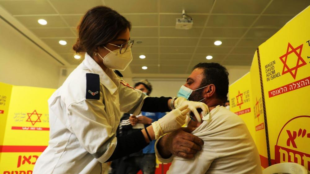 israel-vaccine-palestinian-workers_hdv.jpg
