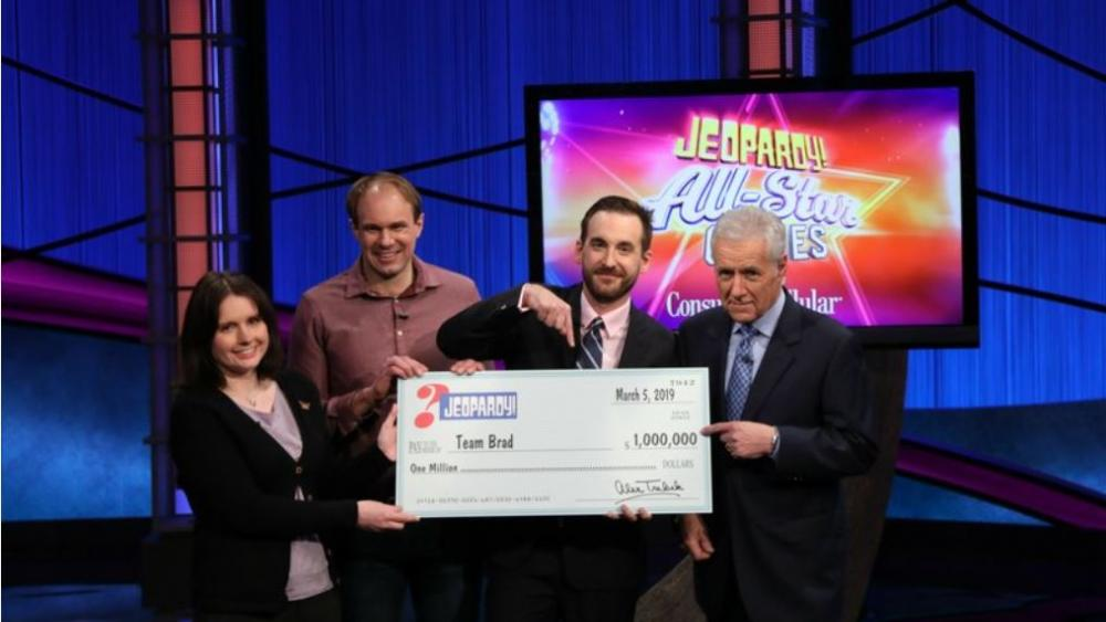 "This photo provided by Sony shows Brad Rutter, Larissa Kelly and David Madden with Alex Trebek, winners of the first-ever ""Jeopardy!"" team championship, Tuesday, March 5, 2019 in in Burbank, Calif. (Carol Kaelson /Sony via AP)"