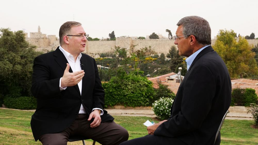 Middle East expert Joel Rosenberg speaks with CBN Bureau Chief Chris Mitchell