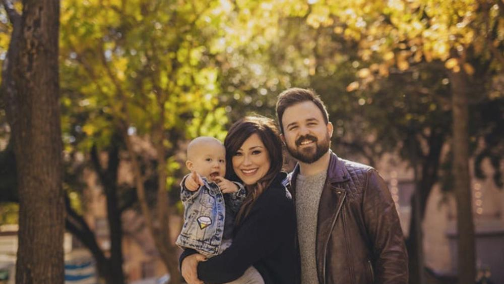 Worship Leader Kari Jobe\'s Heartwarming Announcement | CBN News