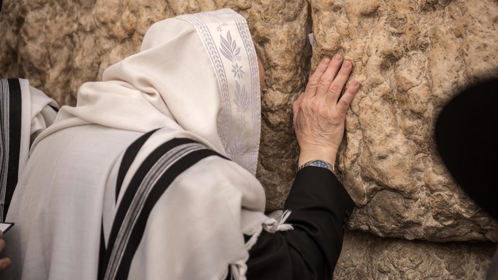 Praying at the Western Wall, Photo TPS, Kobi Richter