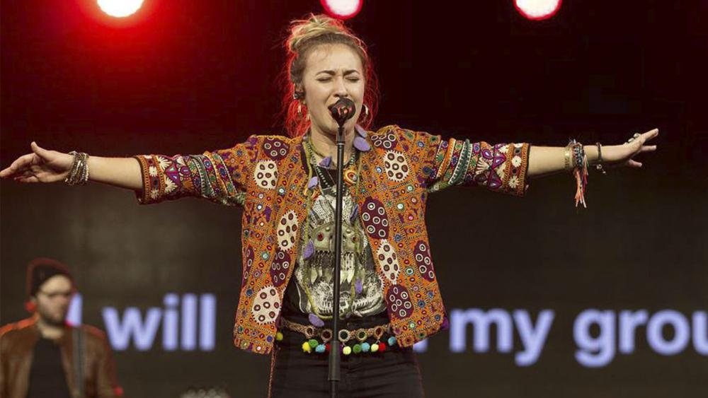 Lauren Daigle Tops Music Charts, Beating Ariana Grande, Drake, Nicki