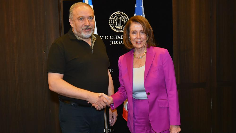 Israeli Defense Minister Avigdor Lieberman and House Minority Leader Nancy Pelosi, Photo, Defense Ministry, Ariel Hermoni