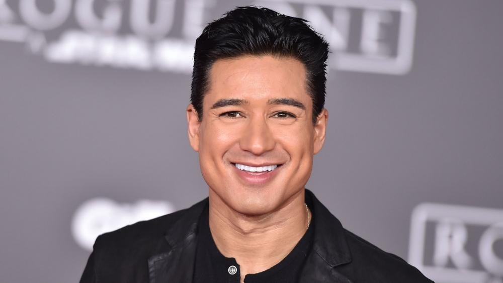 Mario Lopez Says It S Dangerous For Kids To Choose Their