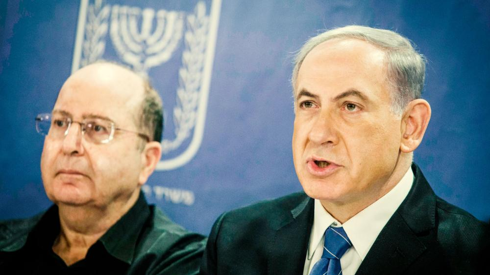 Former Israel DM Moshe Ya'alon and PM Benjamin Netanyahu, Photo GPO archive, Haim Zach