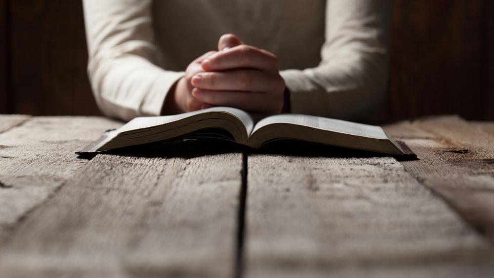 Open Bible Praying