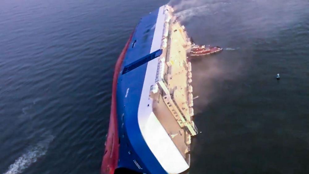 """Overturned cargo ship """"Golden Ray"""""""