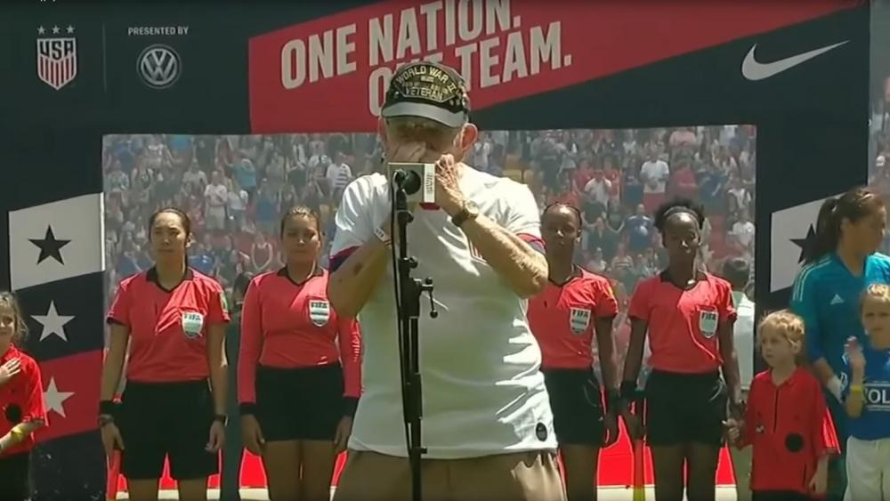 "World War II veteran Pete DuPré's performance of ""The Star-Spangled Banner"" is going viral on social media. (Screenshot courtesy: Trending Daily Sports Videos/YouTube)"