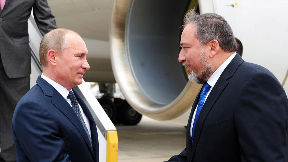 Russian President Vladimir Putin and Israeli Defense Minister Avigor Lieberman, Photo, GPO archive, Kobi Gideon