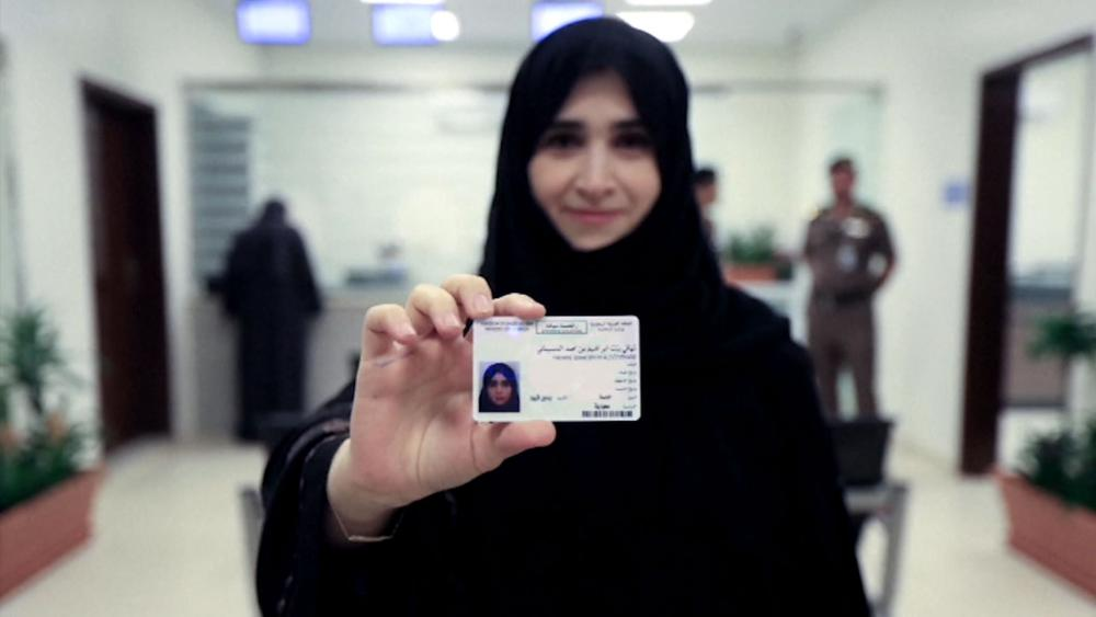 Saudi Arabia Issues First Driving Licenses to Women