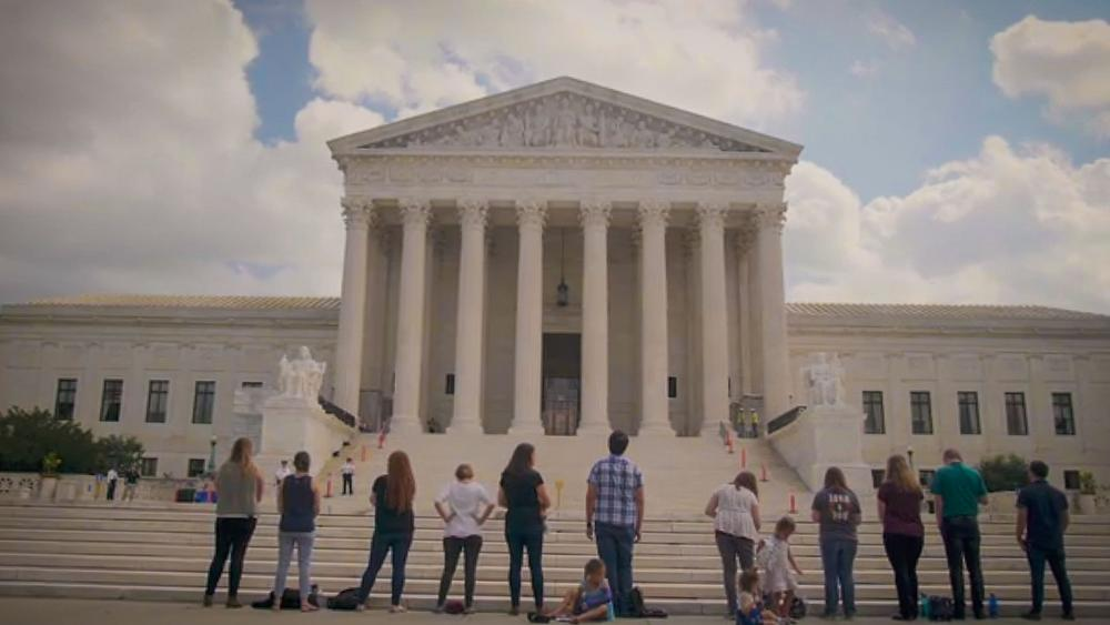 Intercessors in front of the Supreme Court