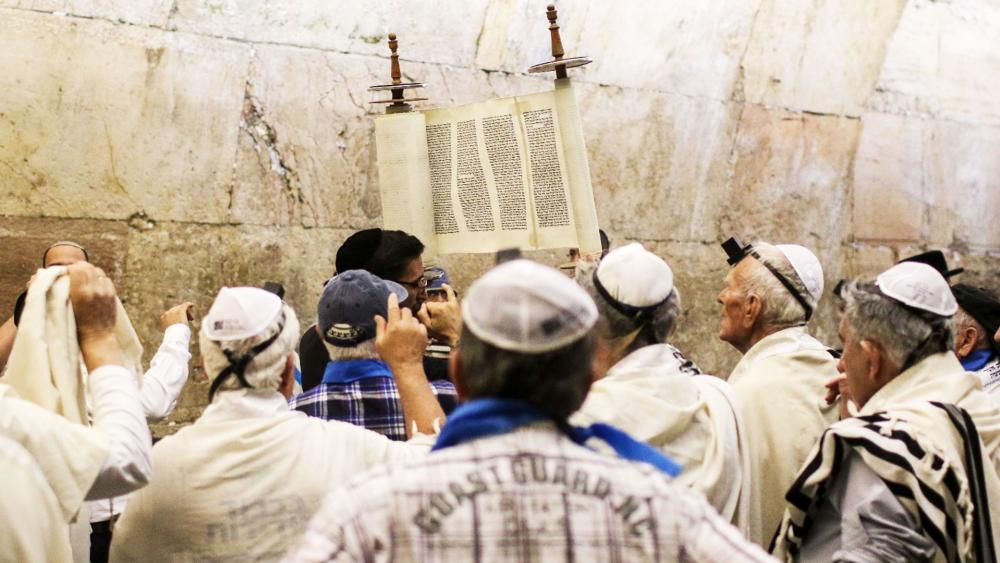 Holocaust Survivors Celebrate their Bar Mitzvah at the Western Wall, Photo, IFCJ