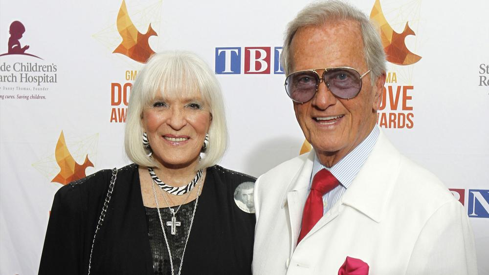 Pat and Shirley Boone (Photo: AP)