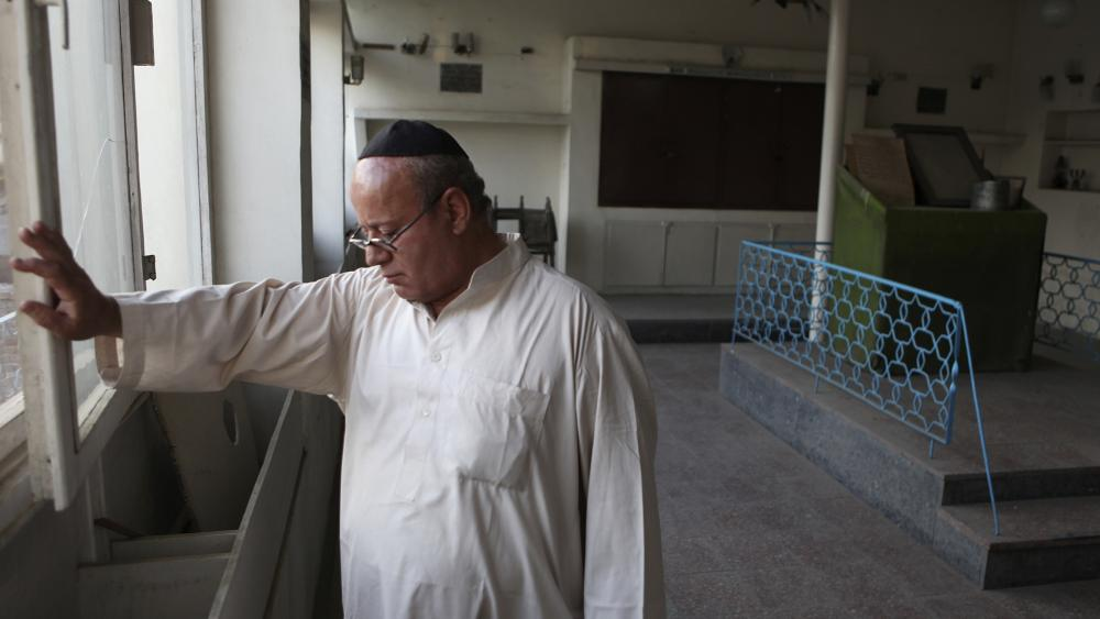 In this Aug. 29, 2009 file photo, Zebulon Simentov, the last known Jew living in Afghanistan, closes the window to the synagogue he cares for in his Kabul home. (AP Photo/David Goldman, File)