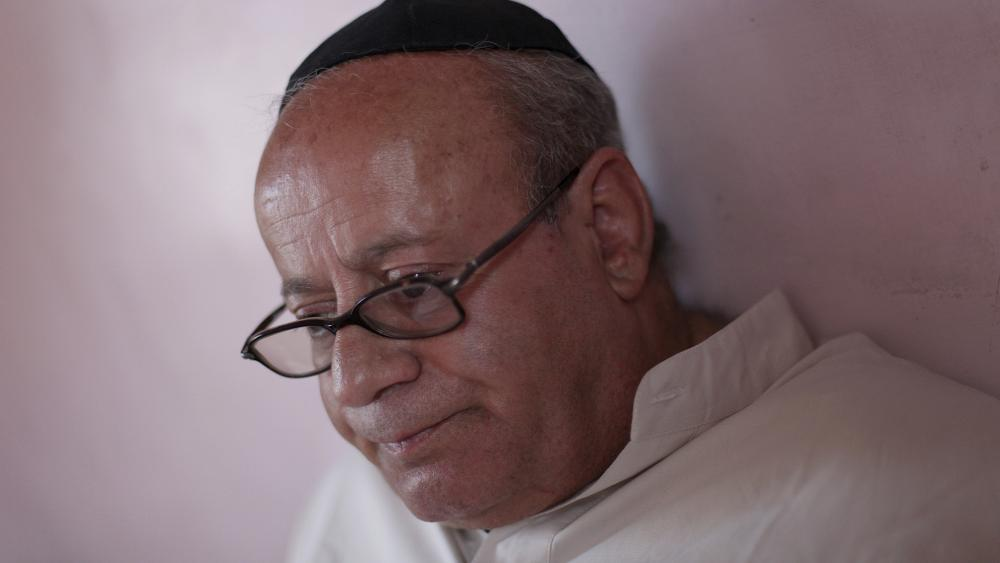 In this Aug. 29, 2009 file photo, Zebulon Simentov, the last known Jew living in Afghanistan, sits in his Kabul home. (AP Photo/David Goldman, File)