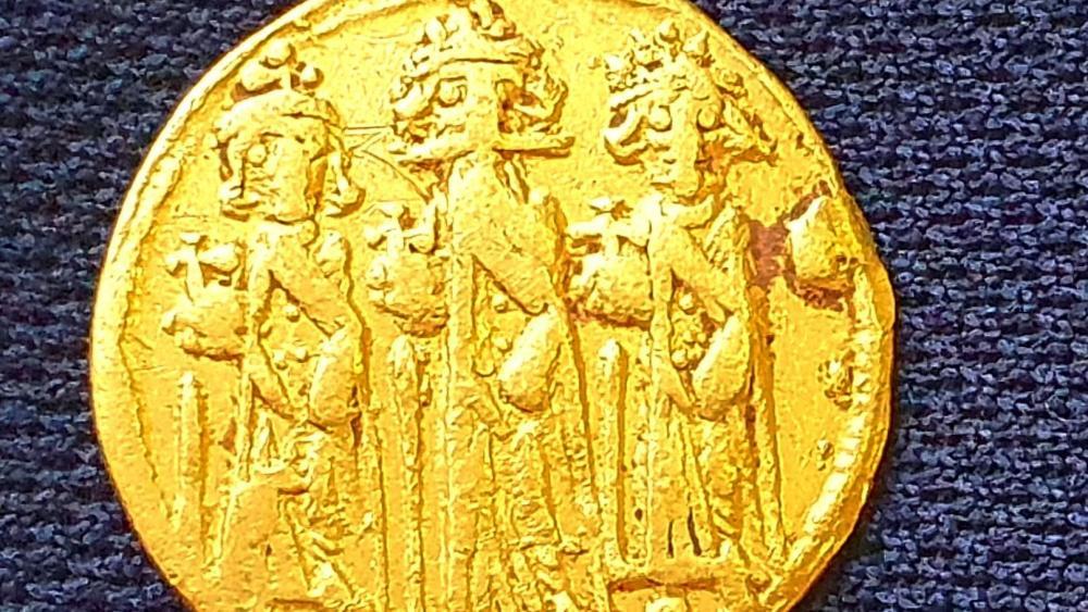 Israeli Archaeologists Uncover Byzantine-Era Coin Depicting Jesus' Crucifixion