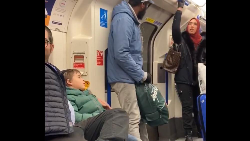 Courtesy: Chris Atkins Twitter screenshot. Muslim woman confronts man harassing Jewish family on London subway