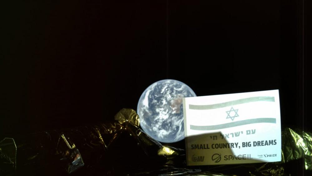 Israel S Moon Bound Ecraft Sends Back First Selfie From 20k Miles Over Earth