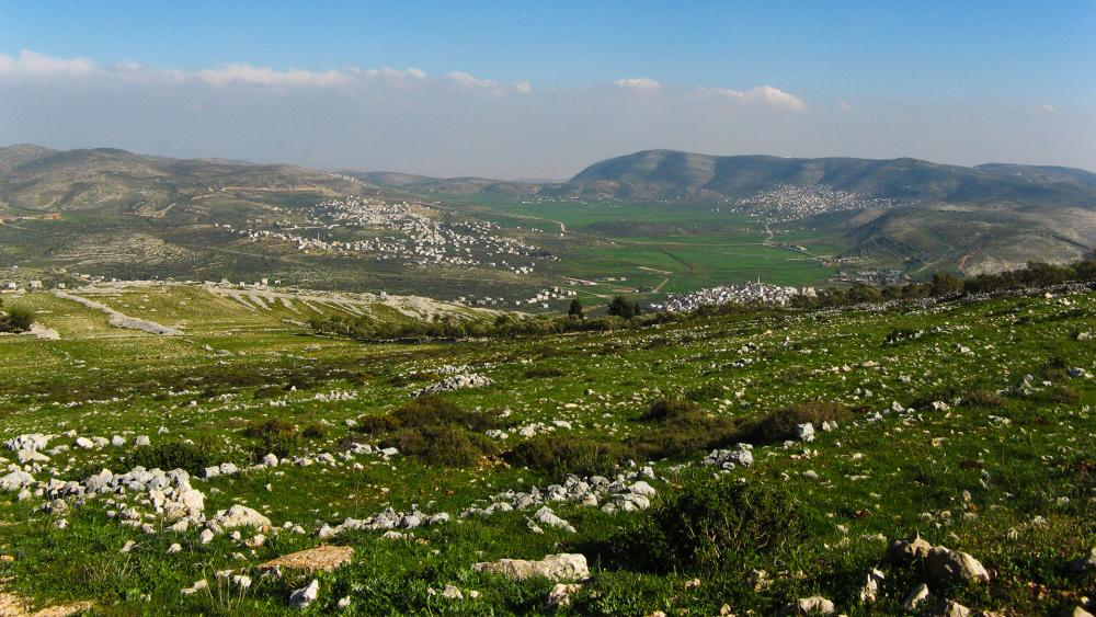 View south east from Mount Ebal, near Nablus. March 26, 2009. Photo credit: Someone35 via Wikimedia Commons