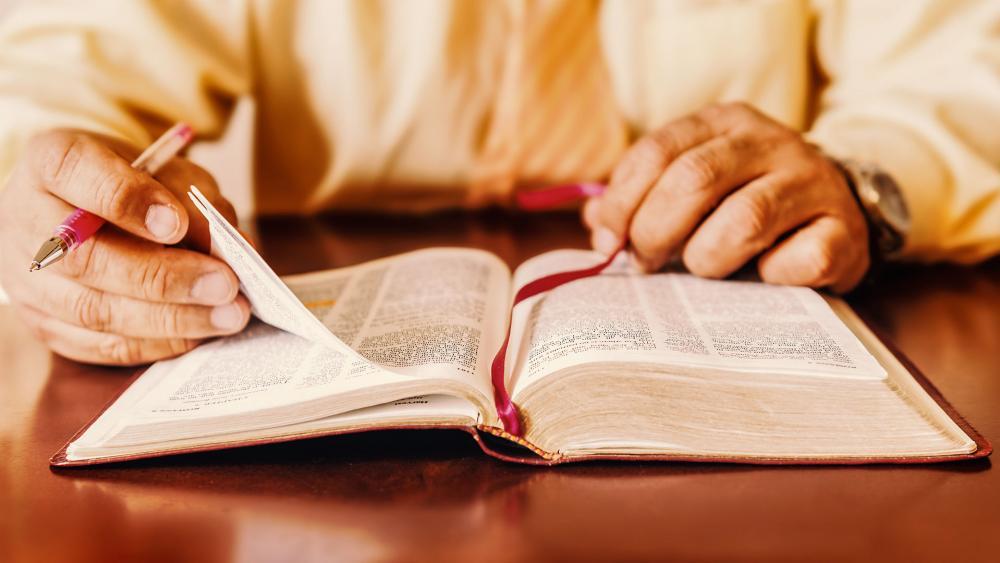 pastorreadingbibleas