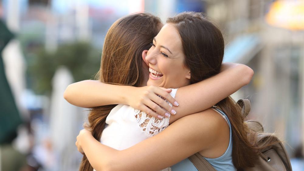 People Hugging AS