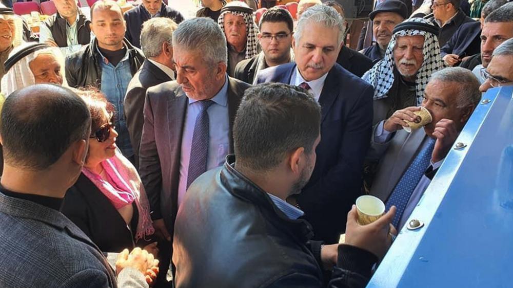 Gazans drinking water from new Watergen machine